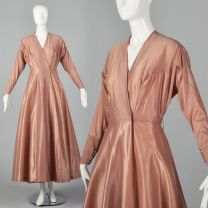 Small  1950s Schiaparelli Robe Pink Dressing Gown Long Sleeve House Coat Wrap Pin Up Boudoir