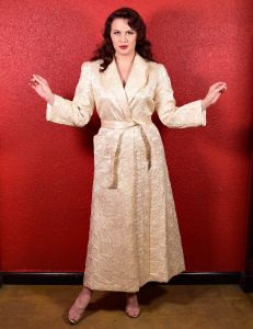 1940s Ivory Quilted Lounge Robe by Diana Dean USA - Fashionconstellate.com