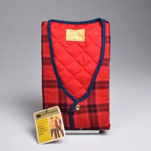 Small 1970s Mens Rest Red and Blue Plaid Flannel Quilted Lining Lightweight Outerwear