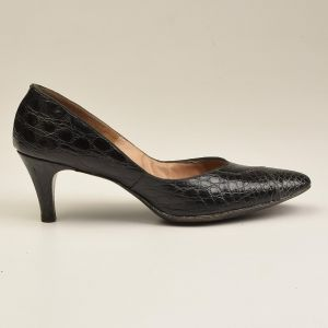 1960s 7 Narrow Black Alligator Pumps Black Kitten Heels Exotic Leather Shoes