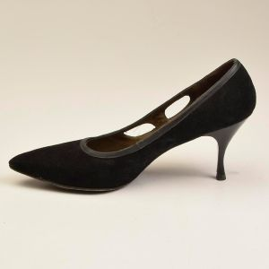 7.5-8 N Narrow 1960s Black Pumps Suede Kitten Heels Cut Outs Shoes  - Fashionconstellate.com