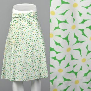 Small 1970s Wrap Skirt Green Daisy Floral Print Knee-length Summer Coverup