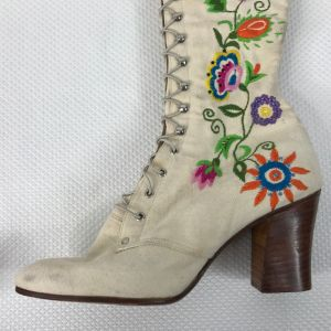 RARE Vintage 1975 Jerry Edouard White Floral Beaded Embroidered Granny Boots Size 7.5 - Fashionconstellate.com